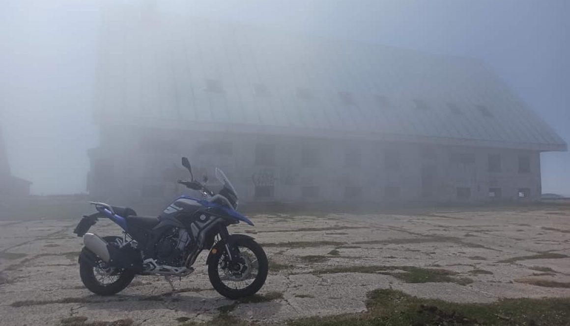 Macbor Montana Xr5 Picón Blanco con niebla